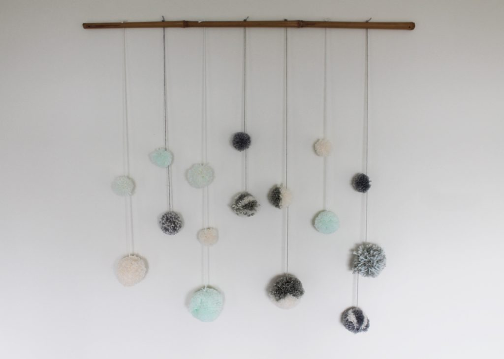 Sweet Monday DIY, DIY Pom Pom, Pom Pom wall hanging