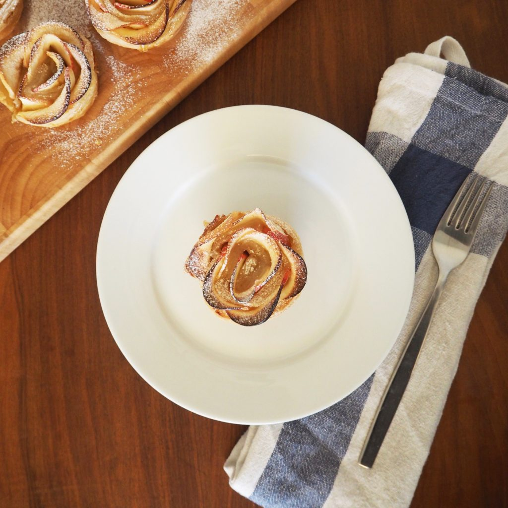 Apple puff pastry roses