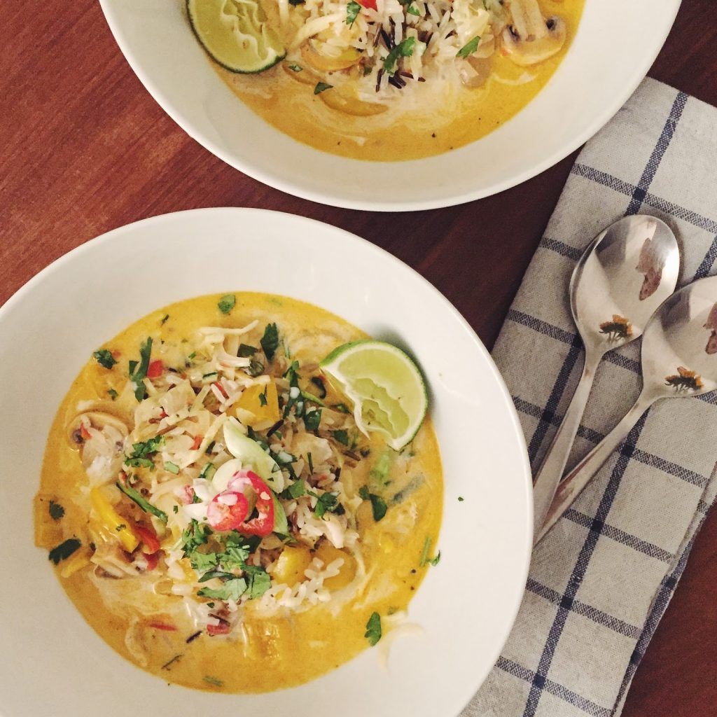 Thai coconut courgetti soup