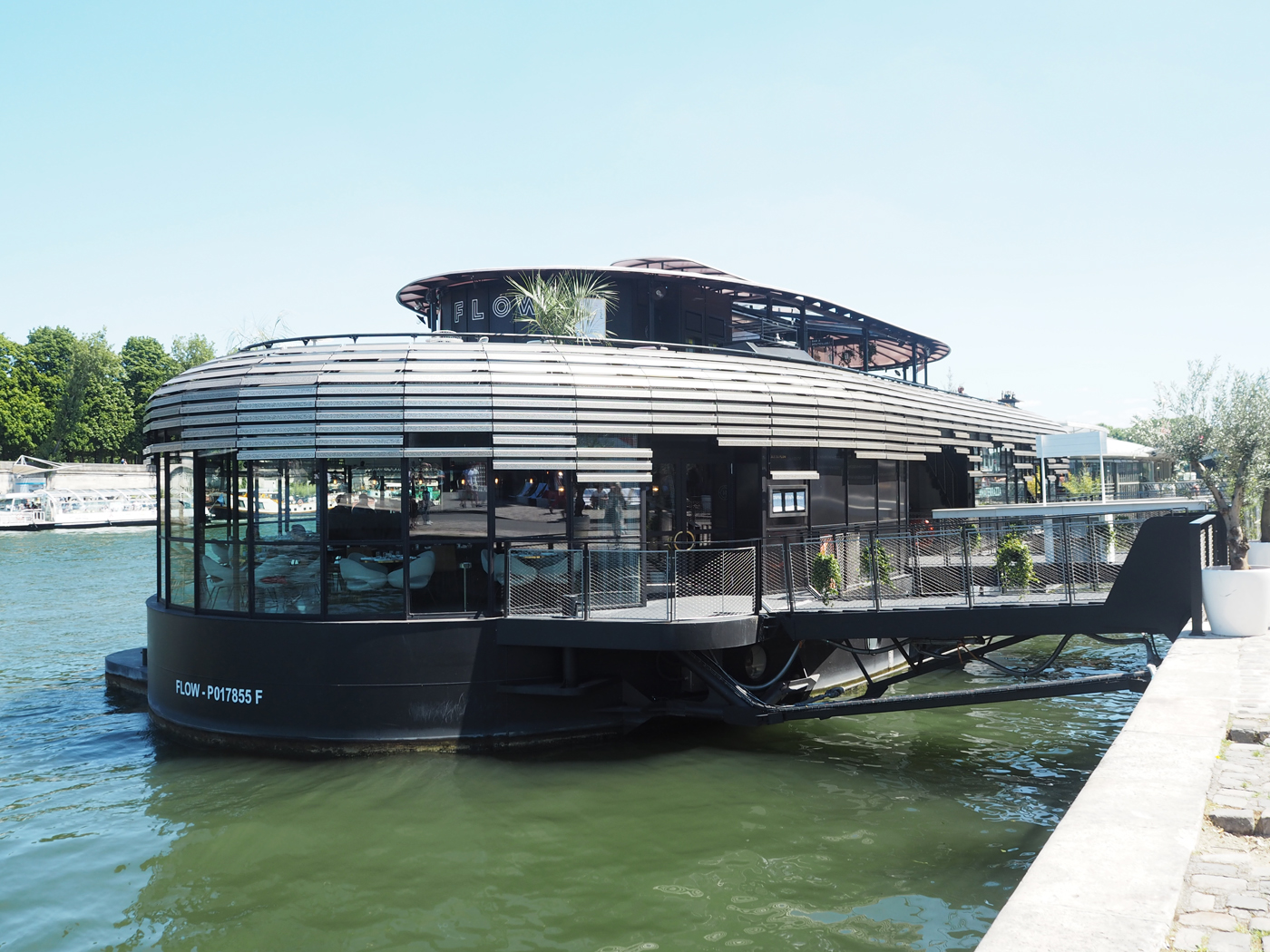 FLOW restaurant on the River Seine Paris